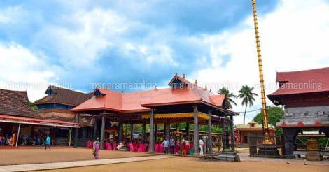 Aranmula-temple-inside