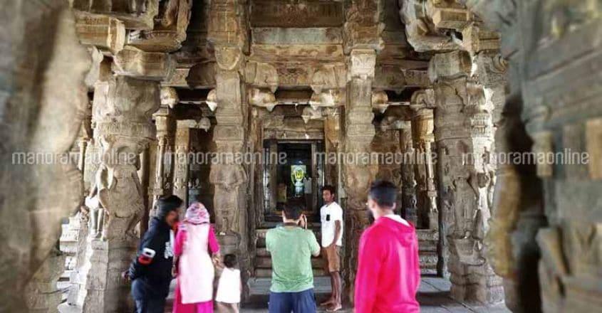 lepakshi-temple-inside-view