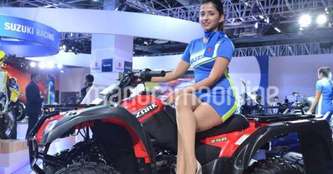 glamour-girls-at-auto-expo