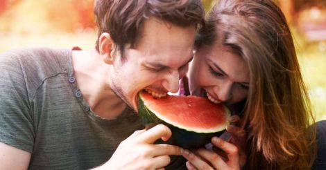 couple-eating-watermelon
