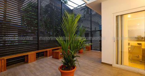 futuristic-house-kodiyeri-patio