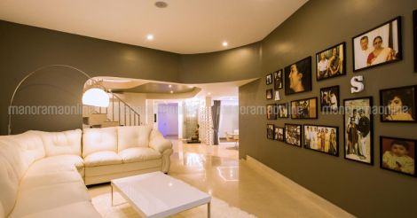 futuristic-house-kodiyeri-photo-wall