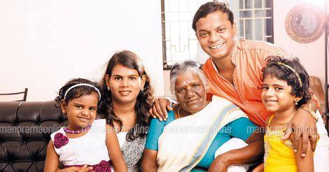 dharmajan-with-family