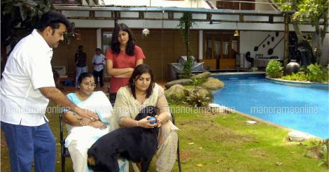 mohanlal-with-family