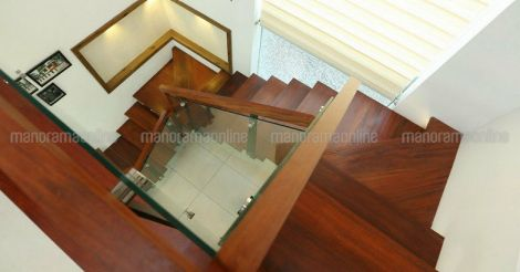 renovated-guest-house-calicut-stair