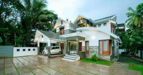 edavanna-house-yard