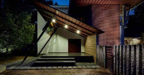 kodungallur-house-exterior