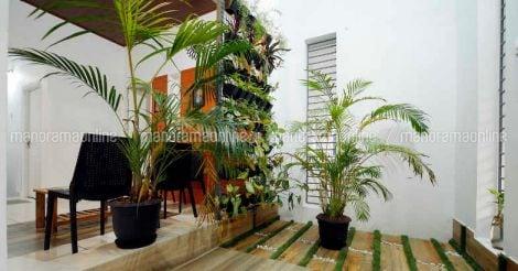 10-cent-house-elamaram-courtyard