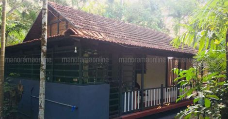 5-lakh-home-thrissur-lawn