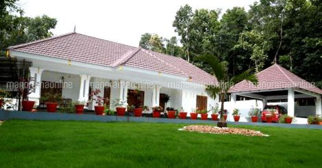 traditional-home-adoor-view