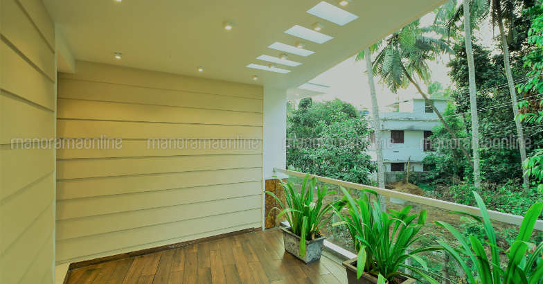 30-lakh-home-balcony