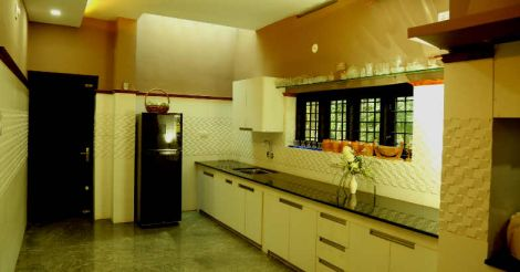 nilambur-house-kitchen