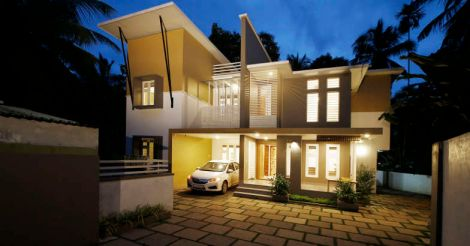 yellow-house-malappuram-night