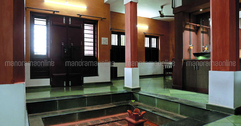34-lakh-house-courtyard