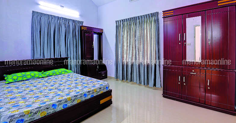 35-lakh-house-plan-angamali-bed