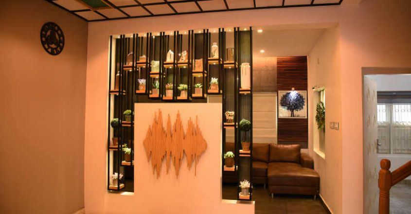 living-room-partition-with-ceiling
