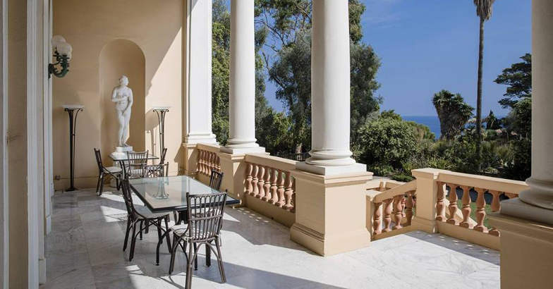 villa-de-sedres-balcony