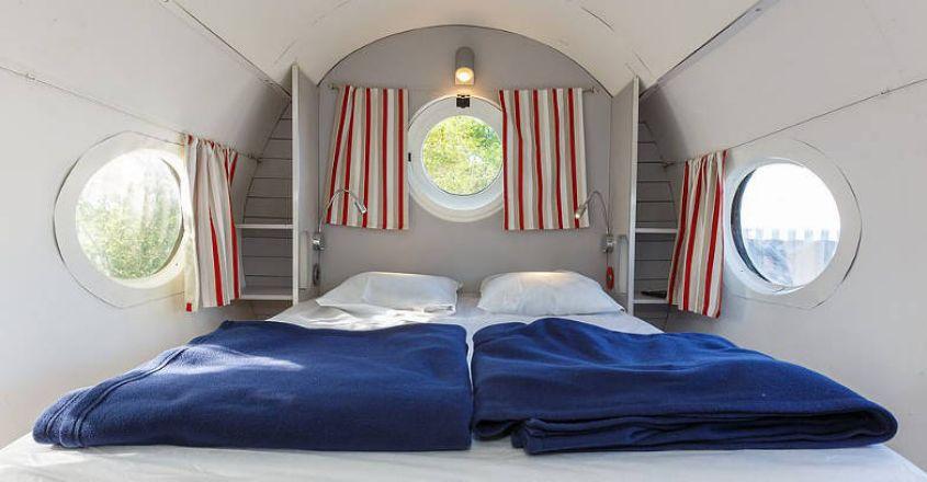 plane-hotel-deck