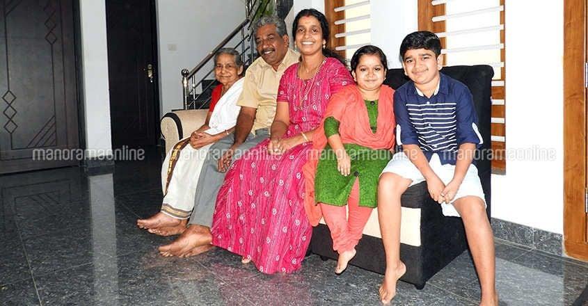 sooraj-thelakkad-family