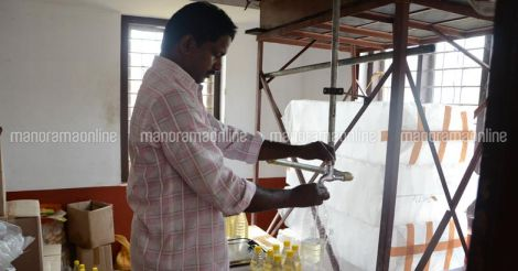 tejaswini-coconut-oil-packing