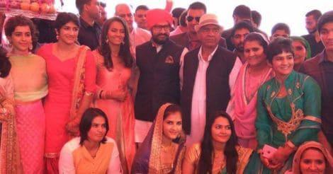 amir-attending-gitas-mariage