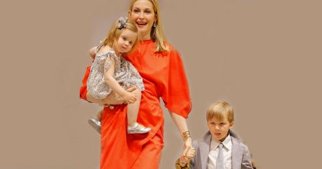 Kelly Rutherford with her kids