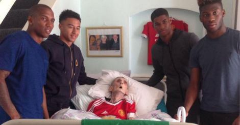 Manchester-United-football-stars-visit-frail-fan-at-his-bedside