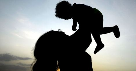 baby-with-mom-
