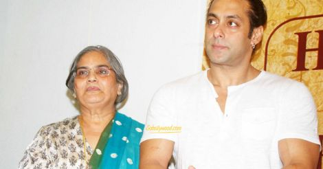 salman-with-mother