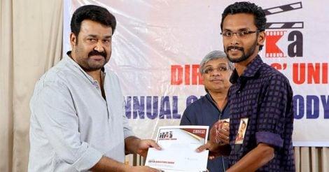 മികച്ച ചിത്രത്തിനുള്ള ഫെഫ്ക പുരസ്കാരം മോഹന്ലാലില് നിന്നും ഏറ്റുവാങ്ങുന്നു