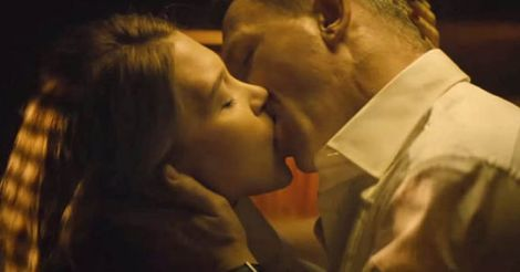 bond-kiss-movie