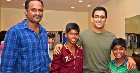dhoni-with-kids