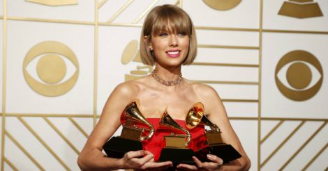 taylor-swift-with-grammy