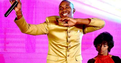 Dwayne Bravo Launches his Music Single 'Chalo Chalo'