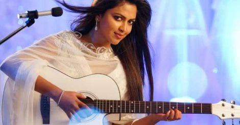 Nanayumee Mazha song