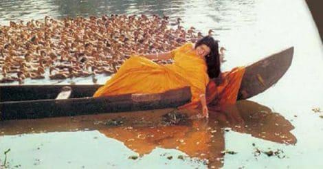 അഴകിയ രാവണൻ സിനിമയിലെ 'വെണ്ണിലാ ചന്ദനക്കിണ്ണം...' ഗാനരംഗം