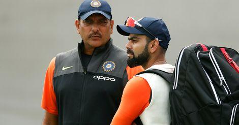 Ravi Shastri speaks to Virat Kohli