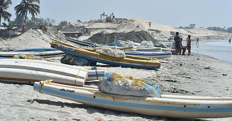 Alappadu-black-sand