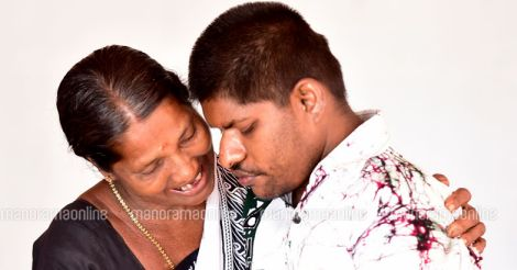 Satheeshan-and-mother-radha