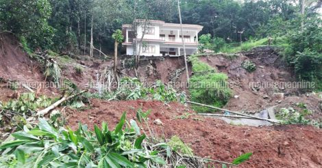 Idukki-Cheruthoni-Landslide-Flood