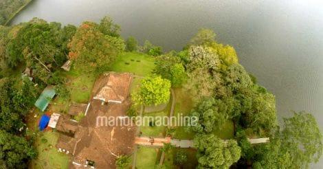 Mullapperiyar Lake Palace