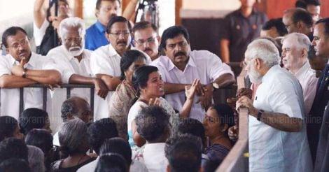 narendra-modi-meets-ockhi-affected-relatives
