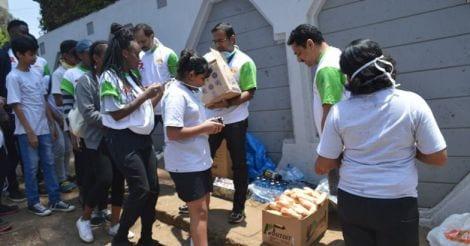 volunteers-observing-national-anthems02