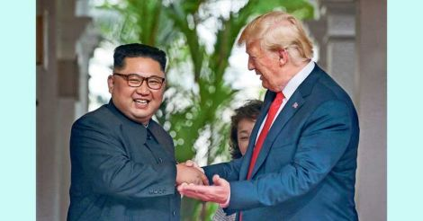 trump-kim-shake-hand