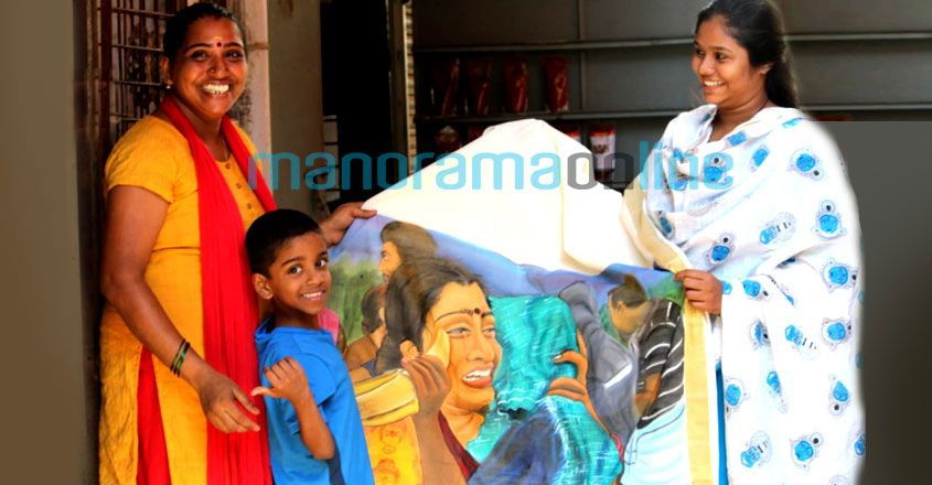 Ansia Painted Kerala Flood Rescue in saree and gifted it to Lakshmi and her son