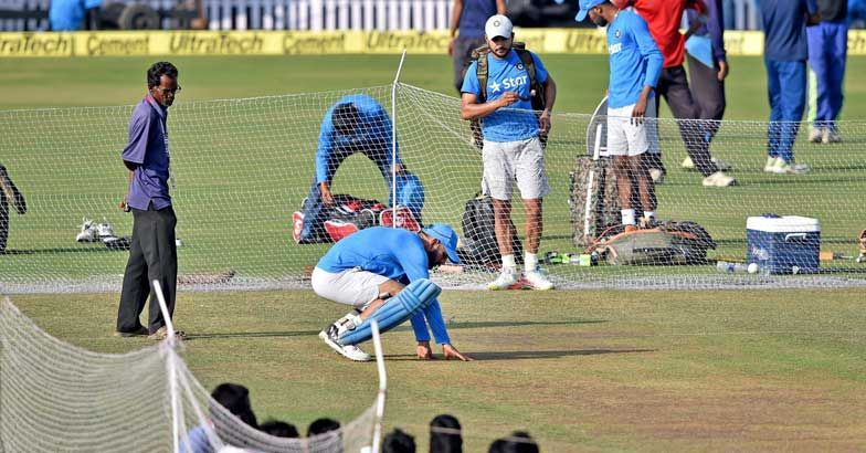 Dhoni-inspects-the-pitch.jpg.image.784.4