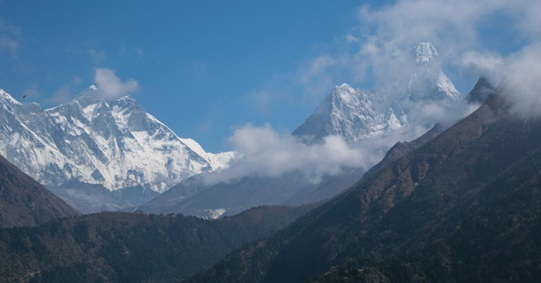 1Ama-Dablam-on-the-right-side