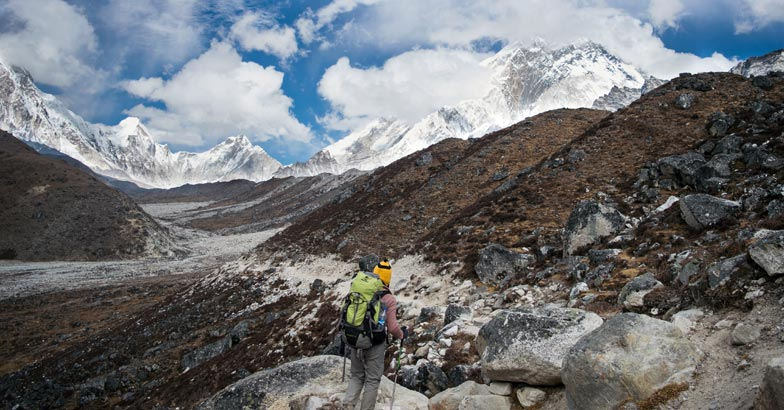 everest-Trekking-towards-Laboche