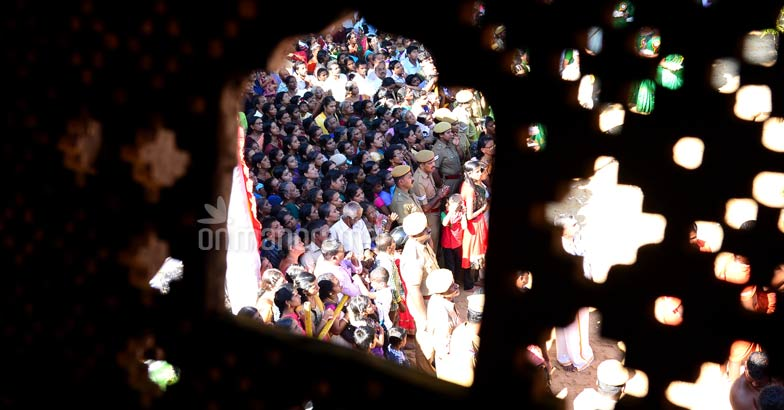 navaratri-crowd-palace