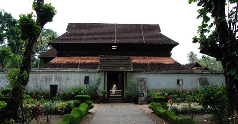 Krishnapuram_palace1